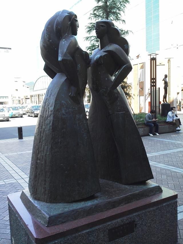 横浜駅西口のオブジェ