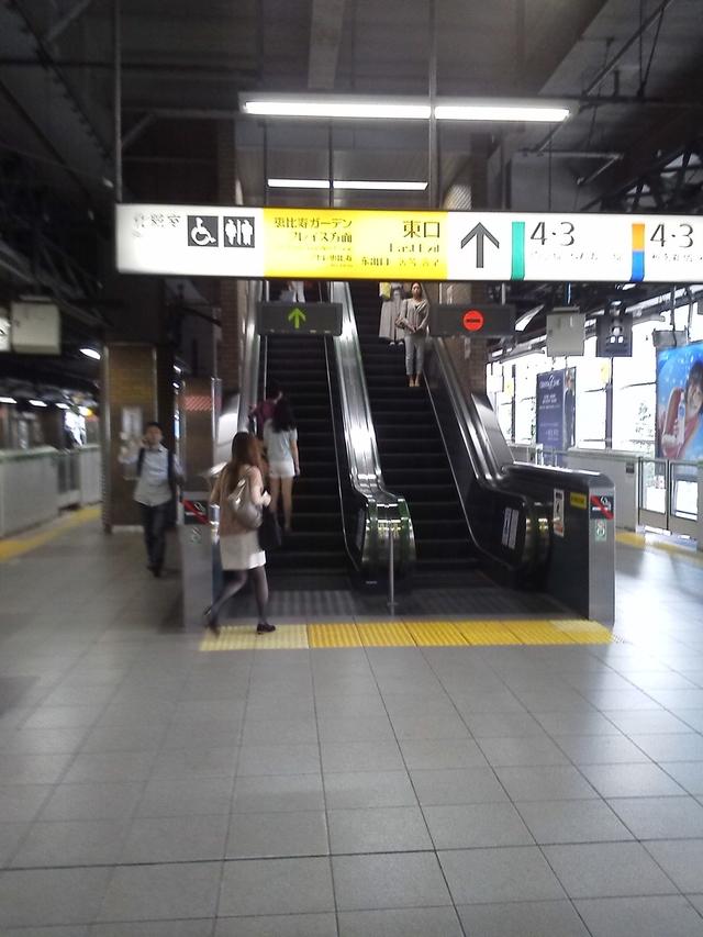 JR恵比寿駅ホームからエスカレーター