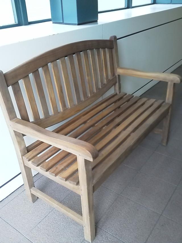 恵比寿スカイウォークのベンチ
